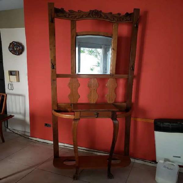 Mueble perchero con espejo