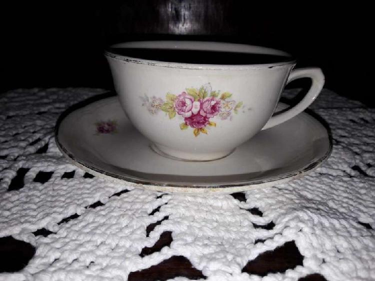 Taza y plato de porcelana antigua