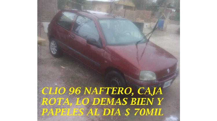 Clio nafta modelo 96 con la caja rota lo demas bien, con