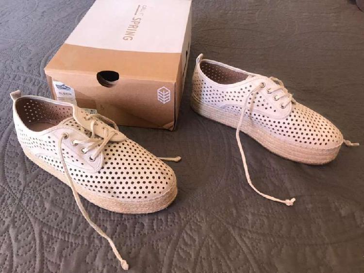 Zapatos de cuero rustico acordonados