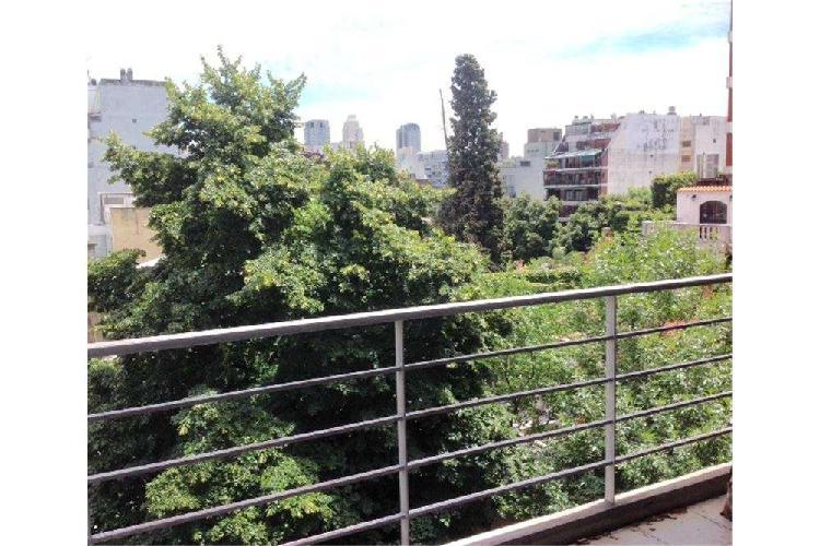 Amplio monoambiente divisible con balcón