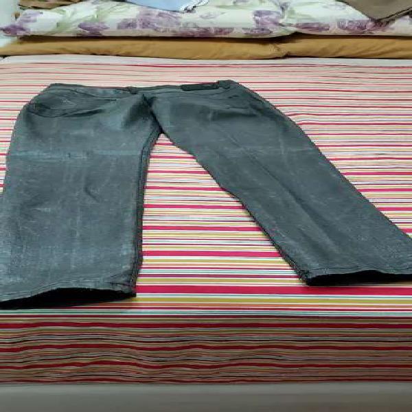 Pantalón cuero elastizado
