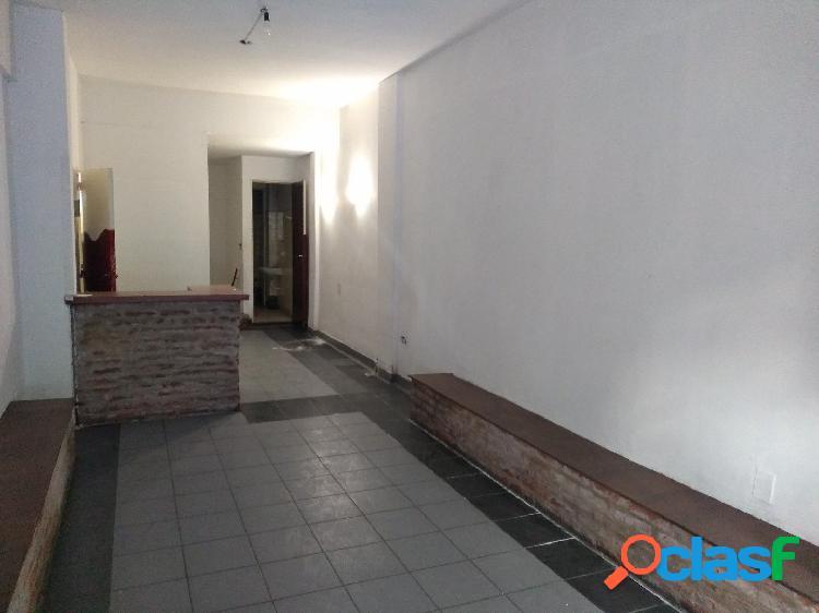 Alquiler Local - a la calle - Bolivar 2500 1