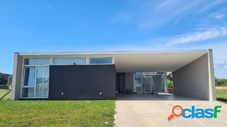 Casa 4 amb. barrio privado country arenas del sur.