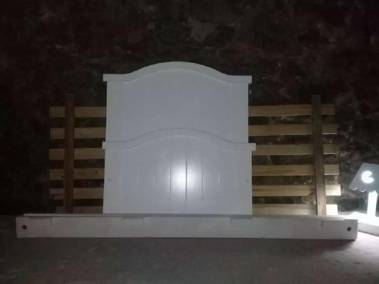 Cama 1 plaza madera laqueada