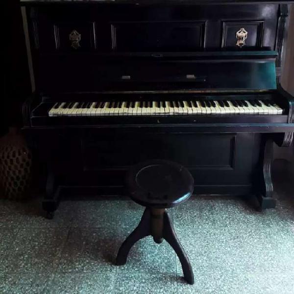Piano vertical alemán e. schwarz, berlin, más de 100 años