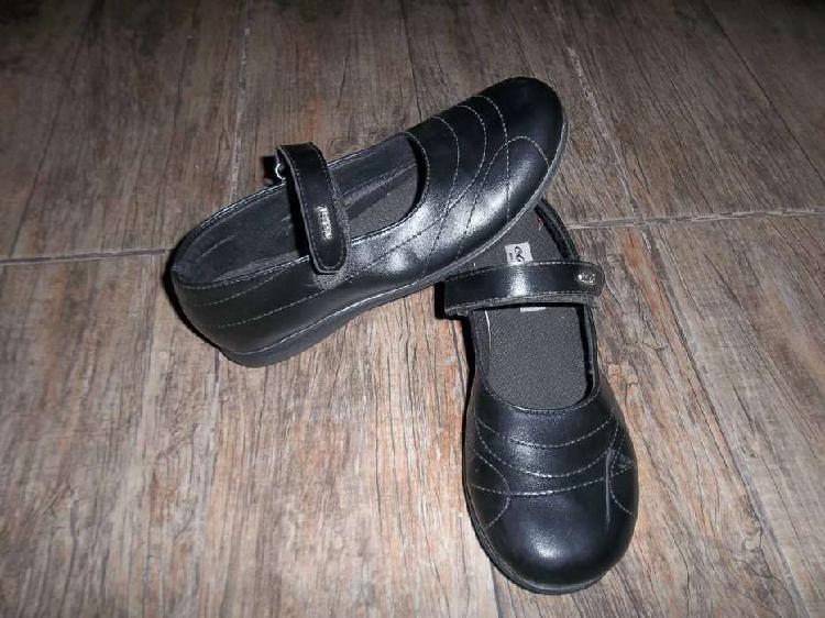 Vendo zapatos escolares