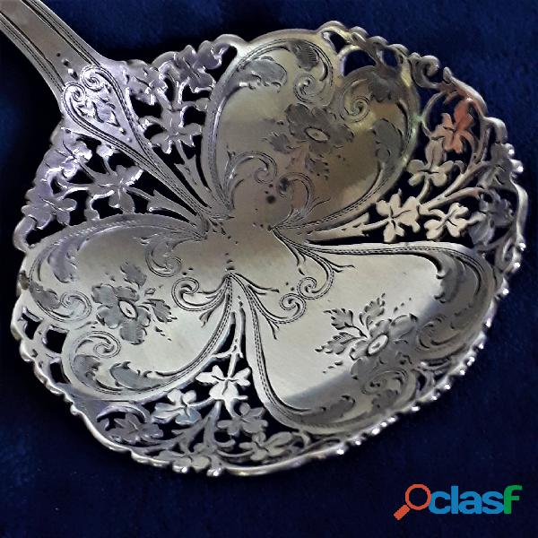 Antigua cuchara cernidora de plata esterlina. Punzon de Londres 2