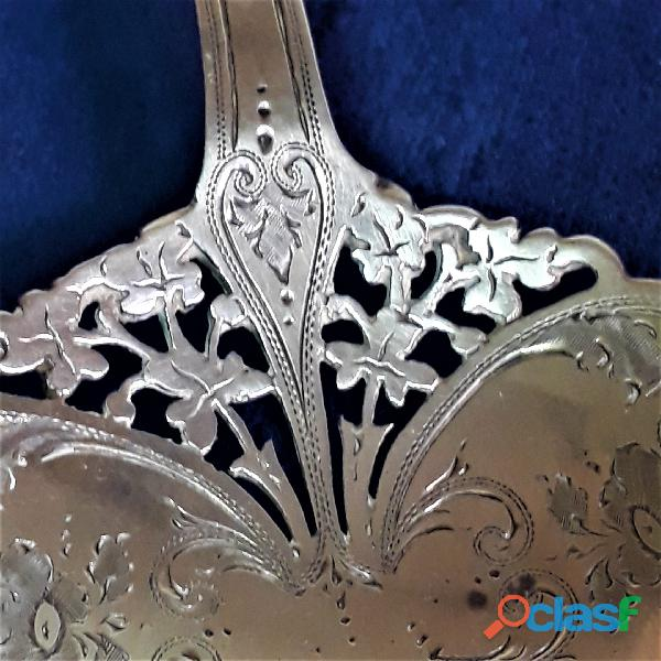 Antigua cuchara cernidora de plata esterlina. Punzon de Londres 3