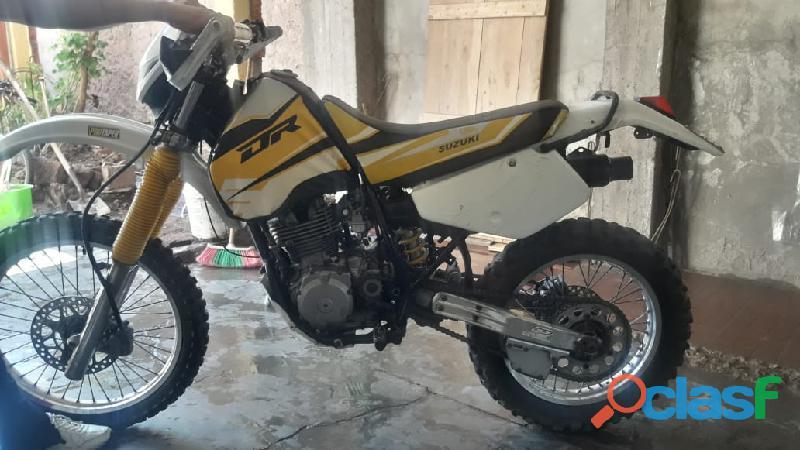 Vendo moto suzuki dr 250