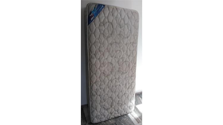 Colchón de cama de 1 plaza y media exelente marca gani