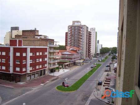 Miramar 2021 Ciudad de los niños. Agradable departamento vista al mar y al Boulevard Mitre.