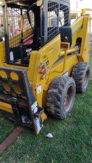 Minicargador iron xt 740 de 0.45 m3 (780 kg) 2015 850 hs,