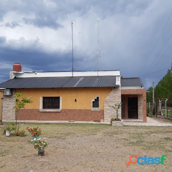 Casa quinta sobre asfalto en La Escandinava Bowen Mendoza