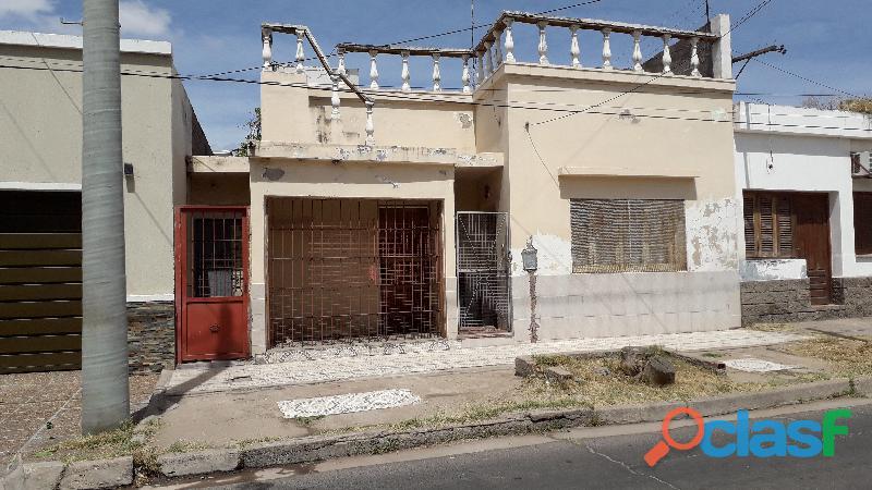 Vendo casa grande a 250 mts Legislatura de La Rioja