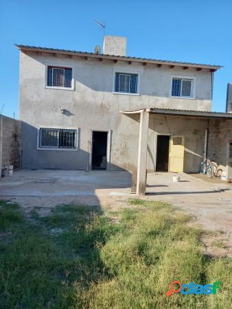 Casa de 2 plantas, en barrio con seguridad. villa esquiu