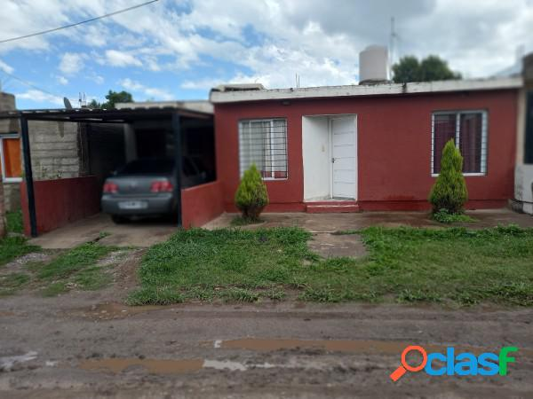 Casa en venta en barrio con seguridad en villa esquiu!!