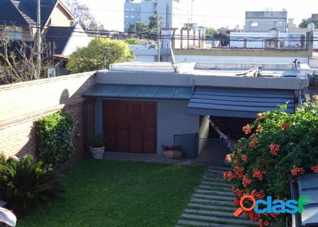 Oportunidad!!hermoso chalet diseño estilo frances de 6 amb-2 plantas-piscina- 4 cocheras- impecable