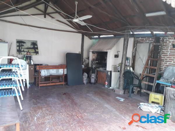 Oportunidad!! hermosa casa tipo quinta en padua sur +depto+quincho+oficina,sobre 2lotes,24 x 37 mts
