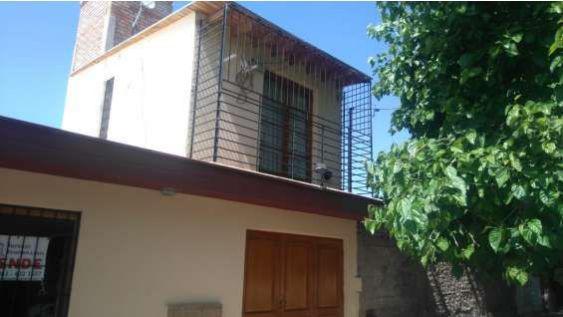 Preciosa casa bº bella vista 3 dorm 2 plantas 2 baños