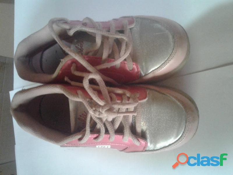 Vendo zapatillas con rueditas Barbie 1