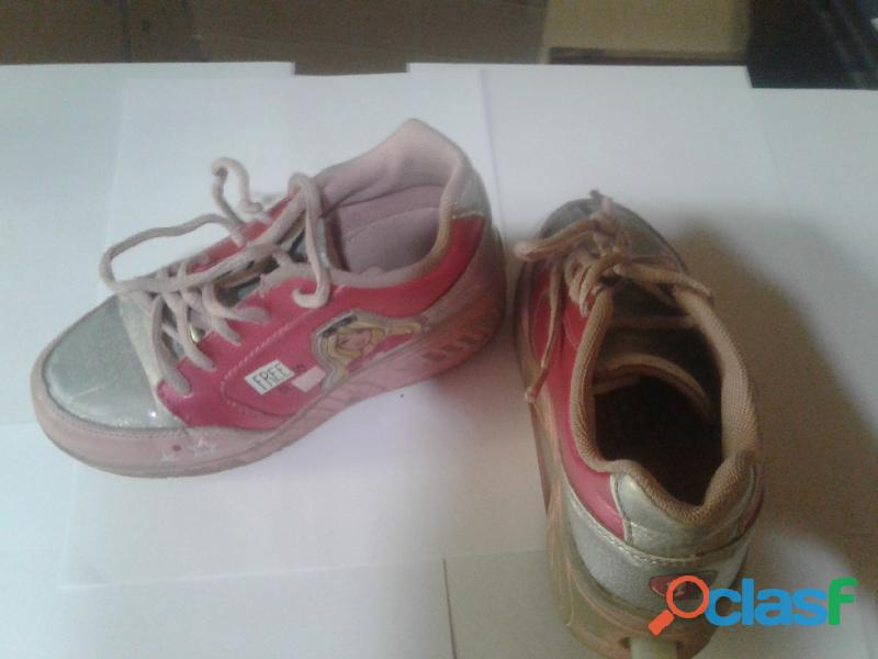 Vendo zapatillas con rueditas Barbie 2