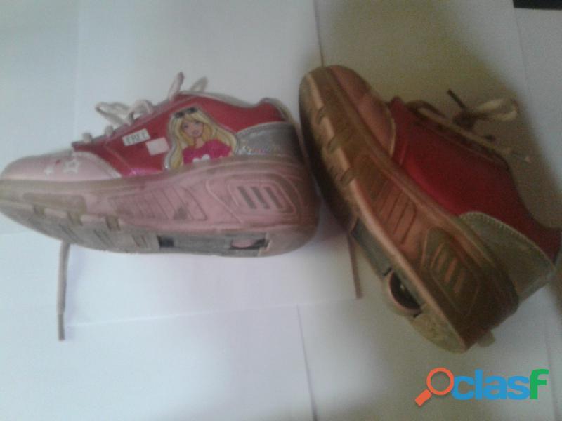 Vendo zapatillas con rueditas Barbie