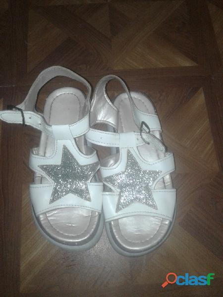 Sandalias blancas con estrella plateada y brillos 1