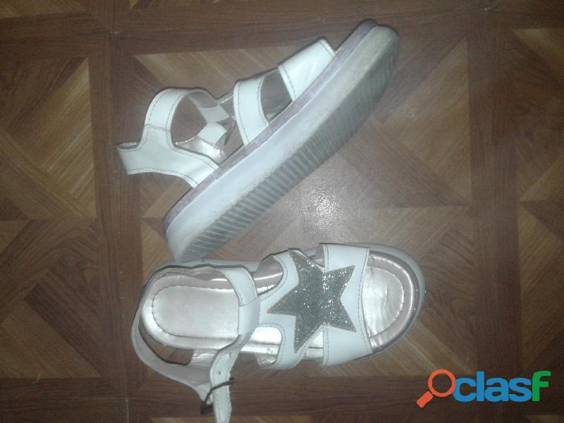 Sandalias blancas con estrella plateada y brillos 2