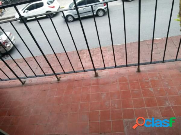 Ambiente con balcon