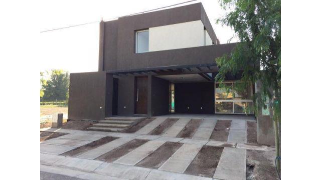 Casa en barrio rincón de drummond se alquila
