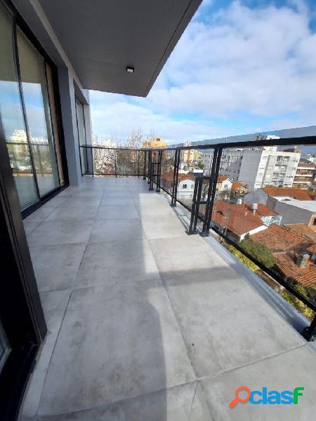 Piso de 4 amb. con balcon terraza a estrenar