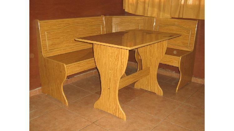 Mueble esquinero en melamina con bancos y mesa.