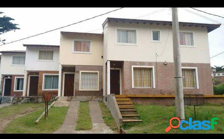 Villa gesell venta impecable dúplex en paseo 135 y av. 5 - 3 ambientes, cómodo y funcional.