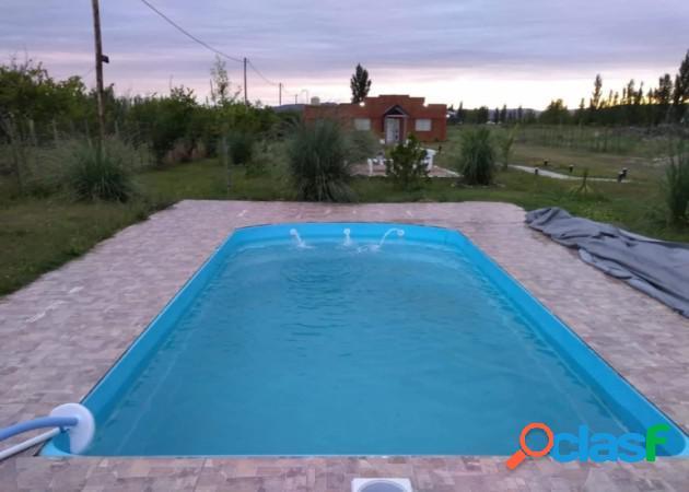 Mendoza bienes raíces vende terreno parquizado de 5000 mtrs con salón de evento 290 mtrs con 2 cabañas 60 mtrs, cada una una y piscina