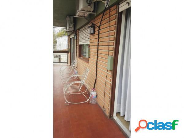 3 amb. hermoso y amplio dto. c/balcon corrido... vendo urg...excel. ubicacion