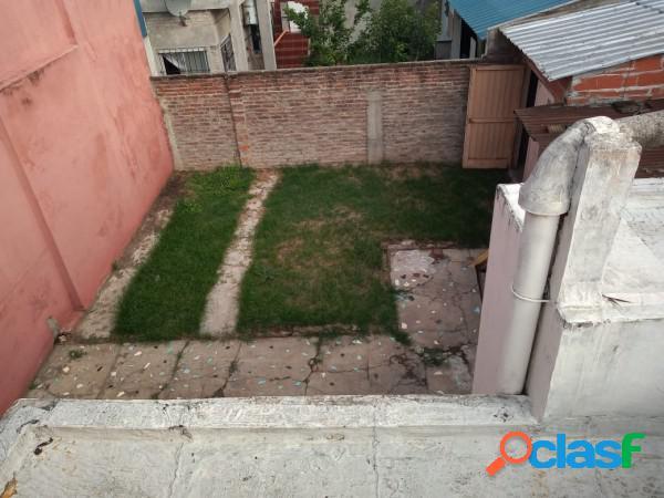 Casa en lote propio de 3 amb, fondo y terraza