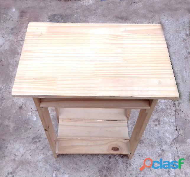 Mesita de luz de 70 cm de altura. en madera de pino. artesanal