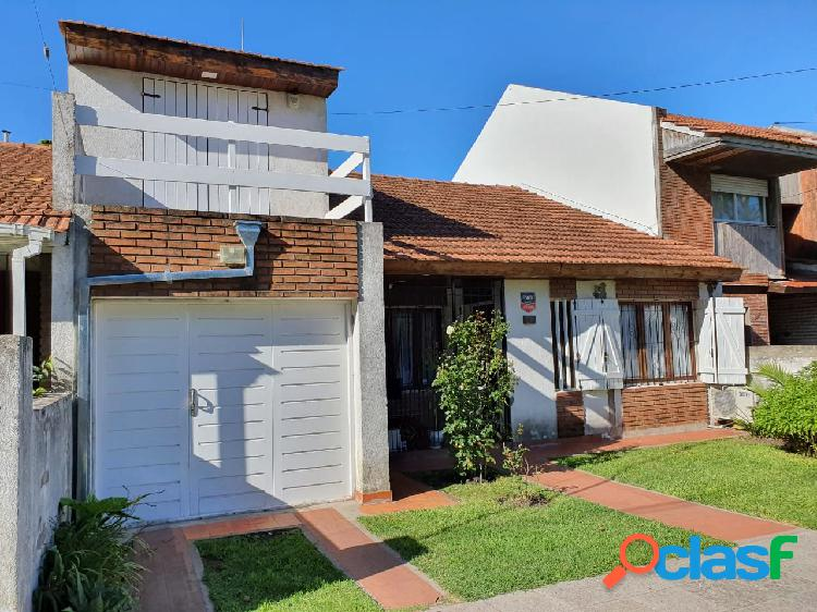 Chalet de 5 ambientes al frente y casa de 2 ambientes con deposito o 2º dormitorio sobre lote de 10x48.30