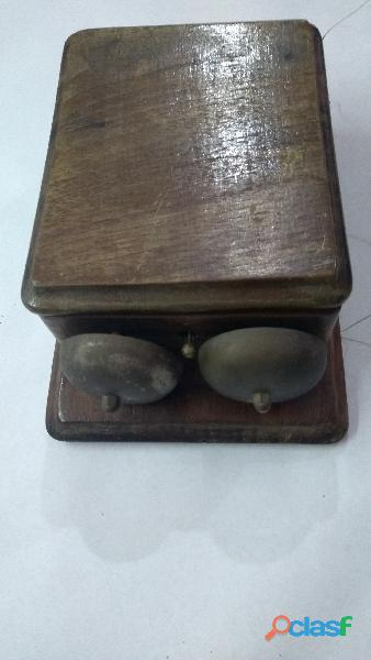 Caja antigua de teléfono