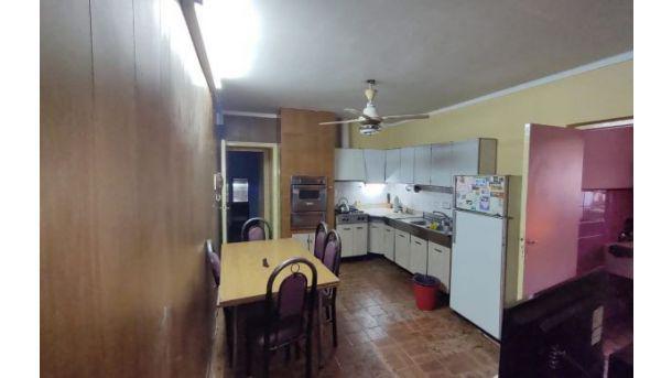 Casa godoy cruz. casa en venta. 4 dorm., 3 baños