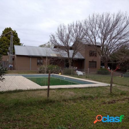 Fisherton: casa 4 dorm con piscina y parque 2.000 m2