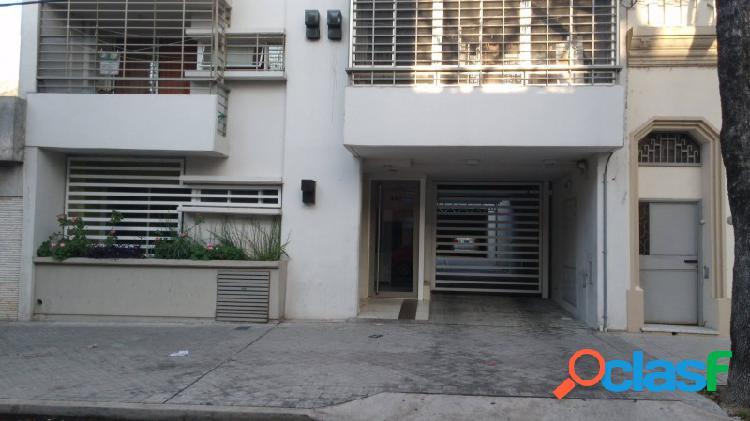 Departamento al frente 1 dormitorio en planta baja con patio y balcon cerrado al frente luminoso exclente ventilacion valor negociable