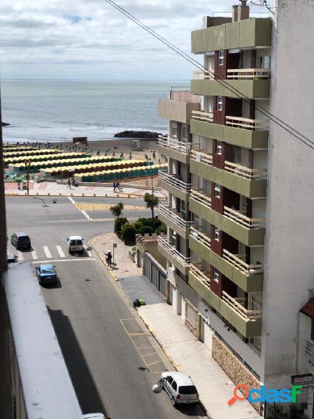 Venta departamento, ambiente c/ balcón a la calle. vista al mar