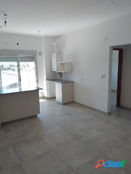Departamento 1 dormitorio, cochera, balcón con parrilla y baulera