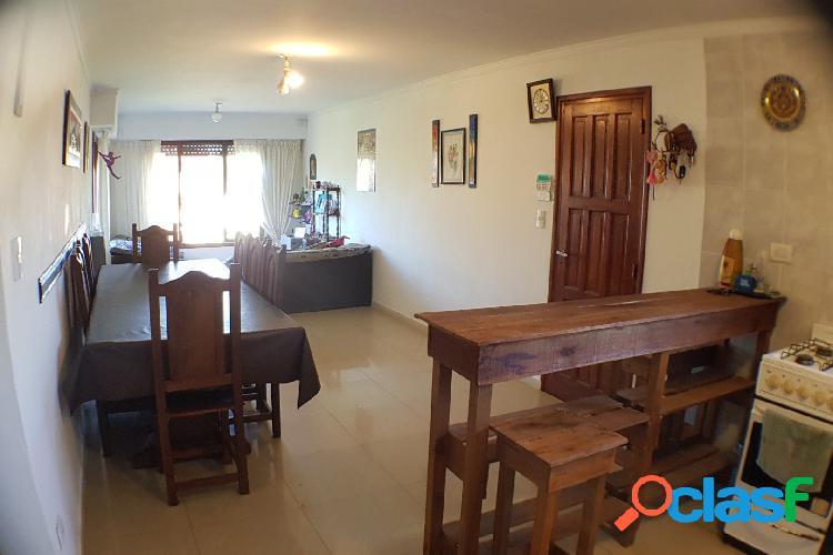 Casa de 4 ambientes más departamento de 3 ambientes
