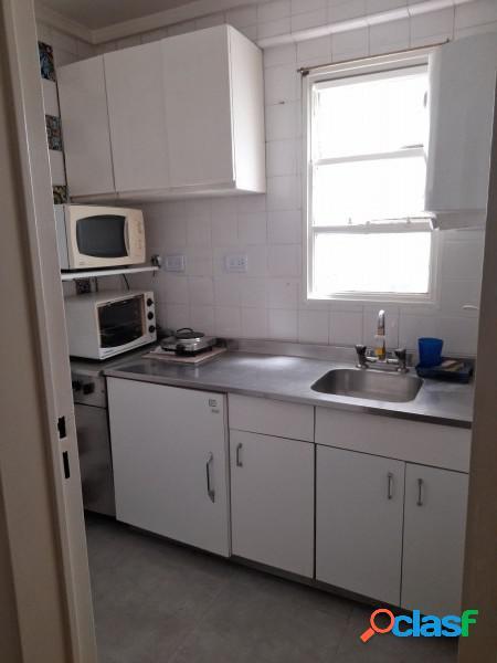 Lindísimo departamento en 1° piso con patio. cocina separada!
