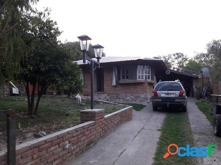 Casa en capilla del monte, en zona residencial, a pocas cuadras de la zona céntrica