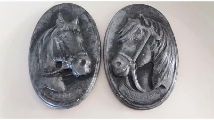 Cuadro caballo pintado a mano yeso alto 16 cm largo 10 cm