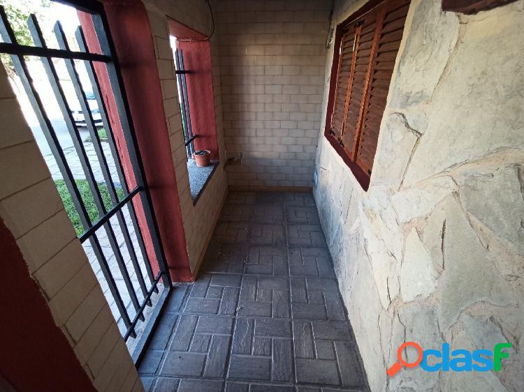 Casa 4 ambientes, con garaje, parrilla y patio 1